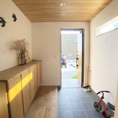 自転車小屋/うちの自転車小屋/玄関インテリア/玄関土間スペース/タイル張り玄関/広々玄関 玄関の土間を広く取り、自転車スペースとし…(2枚目)