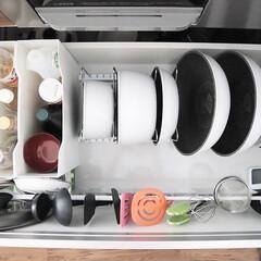 アイリスオーヤマ フライパン ホワイト/マーブル 12点 ダイヤモンドコートパン 12点セット IH対応 ISN-SE12 | アイリスオーヤマ(鍋、フライパンセット)を使ったクチコミ「フライパン収納🍳 アイリスオーヤマの取手…」