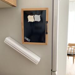 磁石/マグネット収納/マグネット/ホワイト収納/ラップホルダー/収納/... ラップ収納𓂃𓈒𓏸 磁石もついてるので冷蔵…