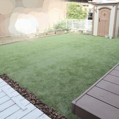 お庭DIY/お庭/庭/庭づくり/くるみの殻/砂場DIY/... お庭に人工芝を敷きました𓏲𓏲 今まで草を…