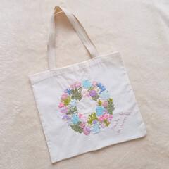 手作り/トートバッグ/バーズワーズ/ダイソー/ハンドメイド/刺繍 バーズワーズの塗り絵の図案で、刺繍をしま…