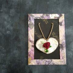 翼/薔薇/刺繍/バックチャーム/minne minneに出品しました。  バックチャ…(2枚目)