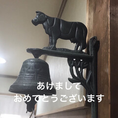 自宅/廊下 鐘つきの牛があります 今年は牛年なのでア…