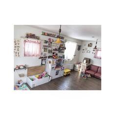 アメキャラ/おもちゃ/部屋全体/子供部屋/3COINS/ダイソー/... 二階のおもちゃ部屋は ふた部屋繋げて大き…(1枚目)