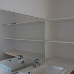 洗面室/白 洗面室は白で統一し、明るさを際立たせるこ…