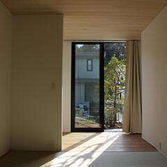 リノベーション/和室/大きな窓 和室の壁は白くし、床から天井までの大きな…