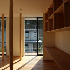 リノベーション/木造 耐震や構造上残すべき柱は木のように見立て…