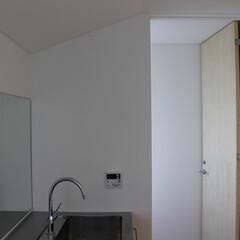 ステンレス製 二階の洗面室は、簡単な調理も出来るように…