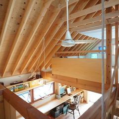 ロフト/外断熱/天井扇 急こう配の屋根に天井を張らずに垂木、野地…
