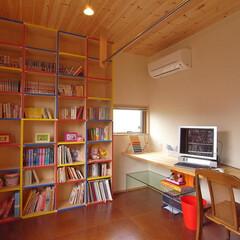 本箱/作業カウンター/勉強机 家族が一緒に利用できるように広いカウンタ…