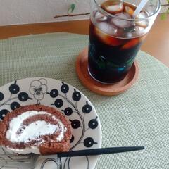 アラビア パラティッシ ブラック プレート16.5cm ARABIA Paratiisi Black | アラビア(皿)を使ったクチコミ「ふと思い立ってココアのロールケーキを作っ…」