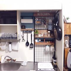 DIY/キッチン/ワンルーム/つっぱり棒/ワイヤーネット/ダイソー/... ミニキッチンをカラフルにプチDIYしまし…