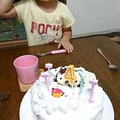 誕生日 昨日、娘の4歳の誕生日でした。初めて🎂を…