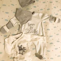 ベビーウェア 赤ちゃんの服とか下着とか寝具とかタオル類…