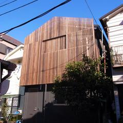 黒/庭・ガーデニングリフォーム/シック/ルーバー/木/無垢 メイン入り口のある外観です