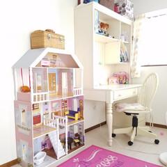 ドールハウス/学習机/ロンドンインテリア/ガーリーインテリア/フレンチナチュラル/フレンチインテリア/... 娘の部屋  こだわりの学習机と大きなドー…