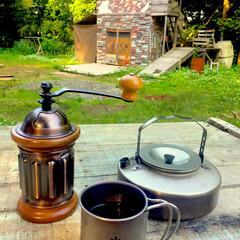 秘密基地/森/自然/キャンプ/アウトドア/コーヒー/... 100%廃材を利用して作った小屋の前で、…(1枚目)