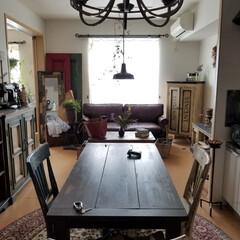 シャンデリア/キッチン/雑貨/インテリア/家具/住まい/... アパートのキッチンです。ダイニングテーブ…