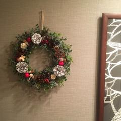 北欧モダン/グレーインテリア/壁紙DIY/ハンドメイドリース/造花リース/クリスマスインテリア/... 玄関もちょっとだけクリスマス仕様に…♥︎…
