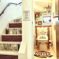 建売住宅/階段リメイク/階段/カフェ風インテリア/カフェ風/タッカー/... クリスマス仕様のトイレです。 階段の段差…