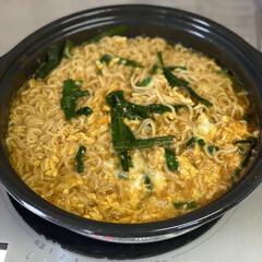 夜ご飯/お昼ご飯 昨日のお昼に宮崎辛麺を食べたら、ハマって…(1枚目)