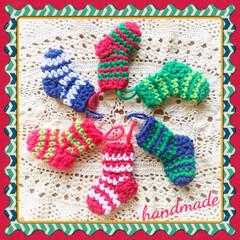 クリスマス仕様♡/アクリル毛糸/ミニチュアソックス♡/編み編み♡/ハンドメイド 本日の編み編み〜❤  ミニチュアソックス…
