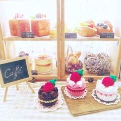 スクイーズ/アクリル毛糸/アメリカンカントリー/カフェ風/ショーケースDIY/編み編みいちごのカップケーキ♡/... 久しぶりの編み編み〜♡  いちごのカップ…