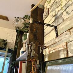 DIY 棚 壁 柱 ツーバイ材用 2×4材用突っぱりジャッキ ユニクロ Walist ウォリスト(その他DIY、業務、産業用品)を使ったクチコミ「ウォリストで作った本棚の側面に 100均…」