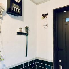 古民家カフェ風/古道具/掛け時計/時計/ドア/靴べら/... 玄関には、 古道具の掛け時計を飾っていま…