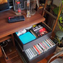 DVD収納/インテリア/収納/リビングインテリア/カフェ風インテリア/テレビボード/... 我が家のDVD収納。。。 いろんな場所に…