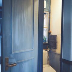 漆喰/ドアリメイク/トイレインテリア/トイレ/DIY/住まい/... トイレのインテリア。。。 腰壁を作って、…