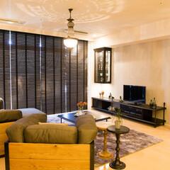 テレビボード/キュリオケース/クラシック/モダン/オーダー家具/ソファ アシンメトリーなデザインでキュリオケース…