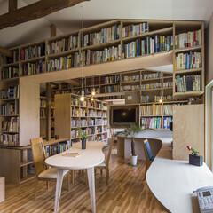 本棚/リノベーション/収納/ダイニング/リビング/改修/... 1万5000冊の本意囲まれた住宅のダイニ…