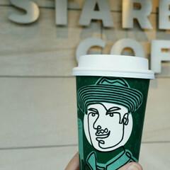 コーヒー/スタバ/スターバックス この男前は誰??  寒の戻りで冷えた指先…