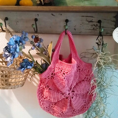 crocheting/crochet/kinting/Kint/編み物大好き/アンティーク雑貨/... 手編みの編み編みカバンに100均のアンテ…