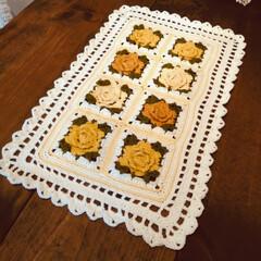 テーブルマット/薔薇モチーフ編み/モチーフ編み/編み物/母の日/雑貨/... 母の日🍀 どんな高価なものより娘の編んだ…