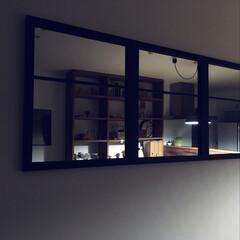 室内窓/ウォールミラー/バターミルクペイント/DIY/ニトリ 鏡を使って室内窓っぽいものをdiy。鏡は…