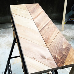 ワトコオイル/ヘリンボーン/DIY/ディアウォール/雑貨/100均/...  ヘリンボーン製作途中の杉板で色見本✨ …(1枚目)