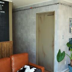 男前インテリア/インダストリアル/カフェ風インテリア/塗装/ペンキ塗装/ペンキ/... リビングにある引き戸を、工場の扉みたいに…