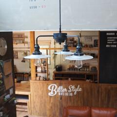 インダストリアル/カフェ風/DIY/セルフリノベ/セルフリノベーション/黒板/... 後藤照明・大きな黒板・キッチン周りの杉板…