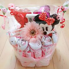 ダイソー/キャンドゥ/ハンドメイド/おむつケーキ/出産祝い/女の子 娘の友達の出産のお祝いにおむつケーキを作…