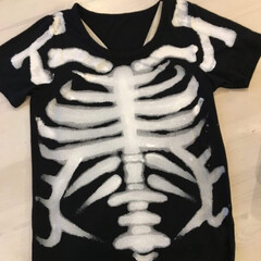 Tシャツ/ガイコツ/ハロウィンパーティー/ハロウィン仮装/ハロウィン衣装/ハロウィン/... 普通のTシャツもペイントすればりっぱなハ…