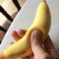 夏休み自由工作/エンジェルクレイ/低反発/スクイーズ作り方/簡単/子供工作/... 簡単!本物みたいなバナナのスクイーズの作…
