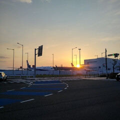 空港/飛行機/夕焼け/令和の一枚/LIMIAおでかけ部/風景/... この時間帯が一番好き。  飛行機&夕焼け…