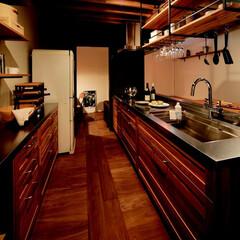 キッチン/木/木材/テーブル/チェア/スツール/... 生活の真ん中にキッチンがある。