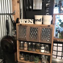 原状回復/賃貸暮らし/カフェ風キッチン/カフェ風インテリア/カフェ風/ステンレス好き/... 最近作った調味料棚はサッと手が届くので便…