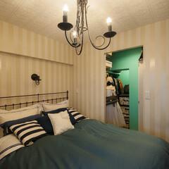 ベットルーム/リノベーション 寝室のストライブのクロスとWICのティフ…