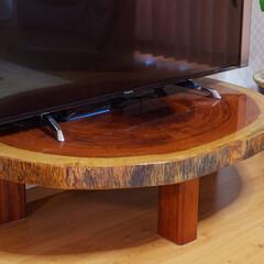 テレビ台/手作り/丸太/円卓/家具/大工/... テレビ台は円形の卓をカットして壁付けした…