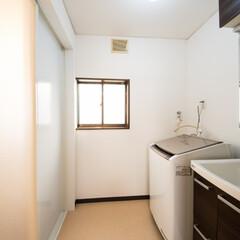 引き戸/浴室/洗面所/お風呂/水まわり/リフォーム/... 戸の位置、洗面台等のレイアウトを変えて広…