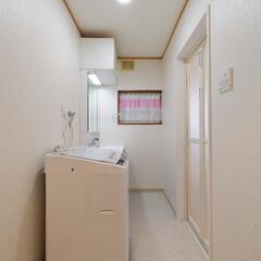 クロス貼り替え/クッションフロア/壁紙/洗面台/洗面化粧台/リクシル/... クロスと洗面化粧台を新調して清潔感のある…